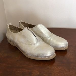 "Bass ""Dylan"" gold metallic oxfords loafers size 7"